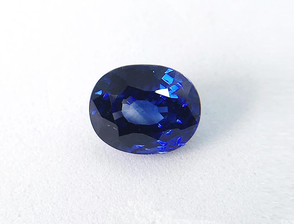 3.77卡天然藍寶石