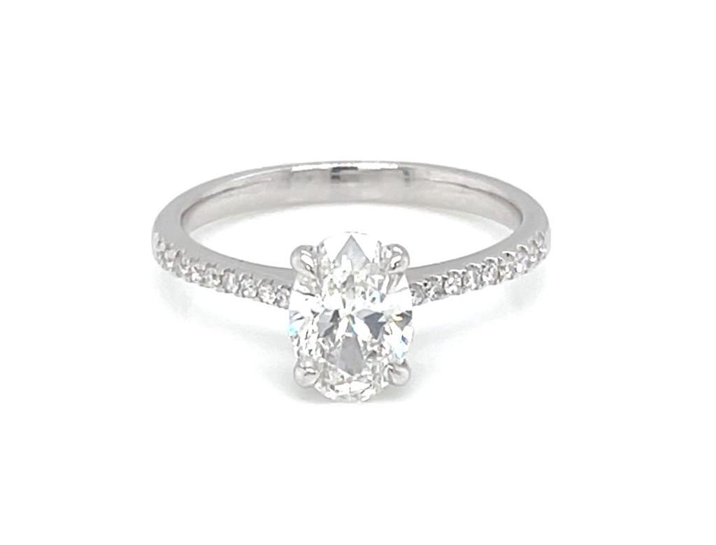 18K橢圓形鑽石戒指